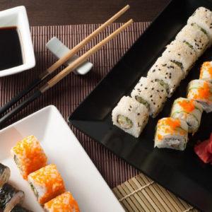 Jak trzymać pałeczki do sushi?